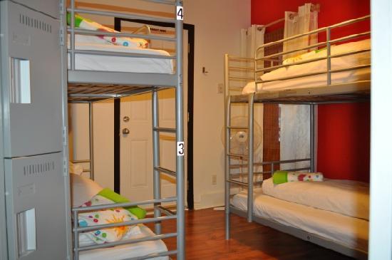 Barefoot Hostel (Ottawa) dorm beds