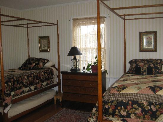Jesse Harlow House: The Eldred-Wheeler Twin Room