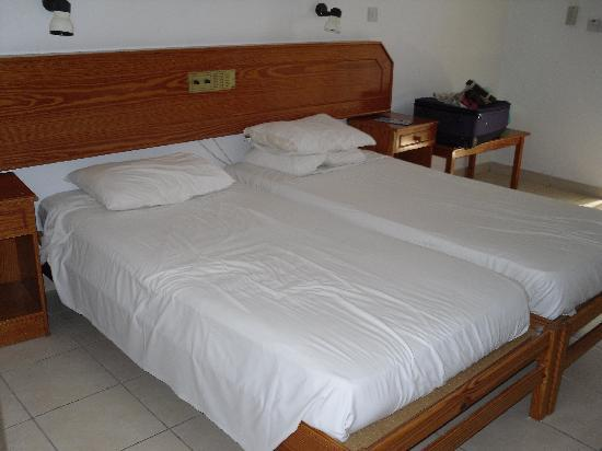 Konnos Bay Hotel Apartments: Beds - Studio
