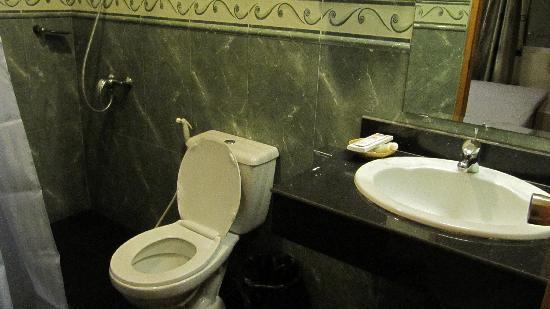 Hang Neak Hotel: Salle de bain