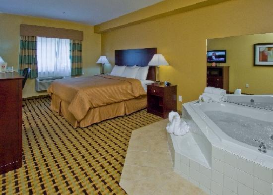 Jacuzzi Suite Hot Tub room - Picture of Clarion Inn & Suites ...
