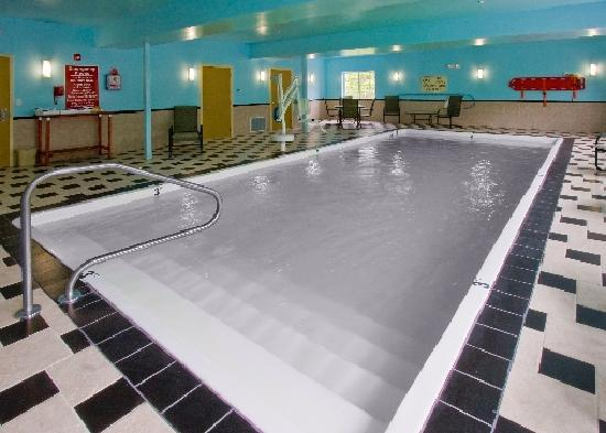 Clarion Inn & Suites Atlantic City North: Indoor Heated Pool with Sauna