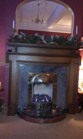 Easter Dunfallandy Country House : Kamin in der Lounge