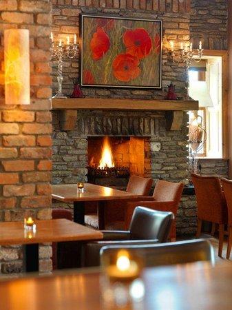 Caseys Bar & Bistro Brook Lane Hotel