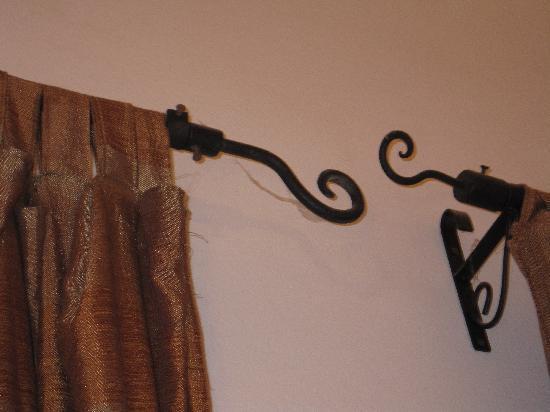 Riad Barroko: Cobwebs on curtain rails