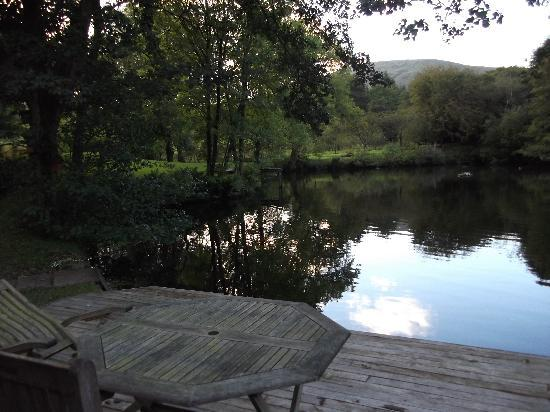 Chipping, UK: Patio onto the pond