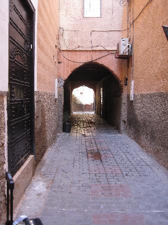 Riad Barroko: This alley is very dark at night