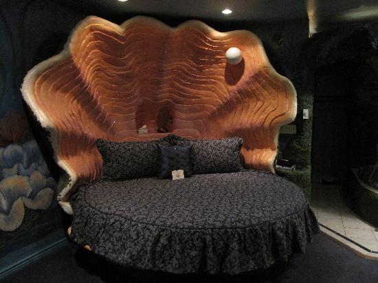 Black Swan Inn Luxurious Theme Suites : Sea Cave Suite