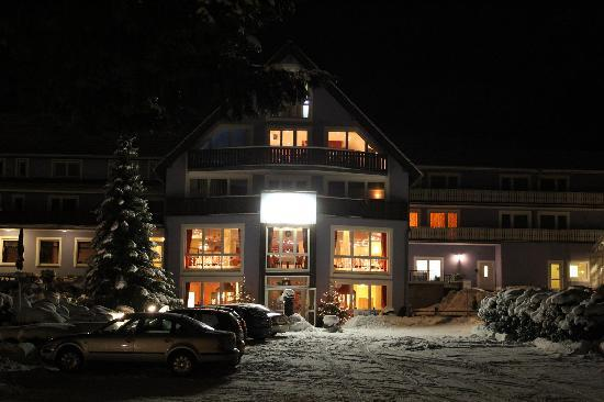 Simmerath, Tyskland: Hotel from outside during winter