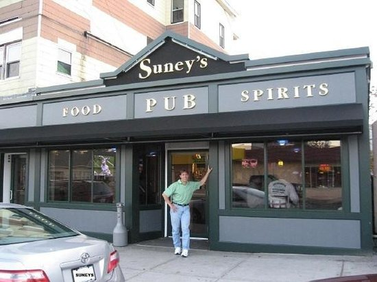 Suney's Pub & Restaurant: Suney's Pub