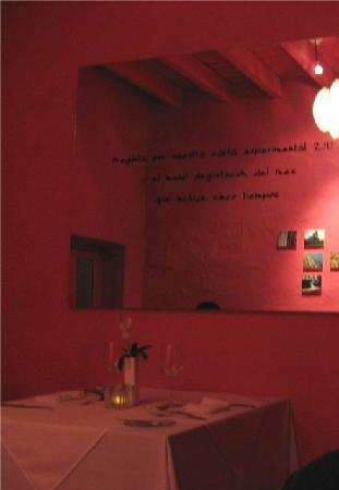 5dMayo Experimental Restaurante: the pink dining room