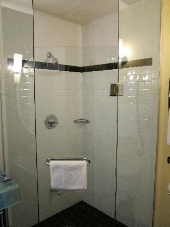Hotel Le Germain Quebec: Glass shower