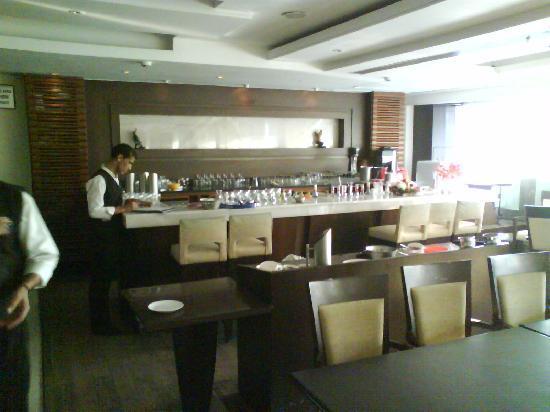 Treebo Western Court Chandigarh: Restaurant