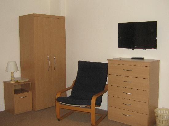 Endsleigh Court: Furnishings - good but only one chair