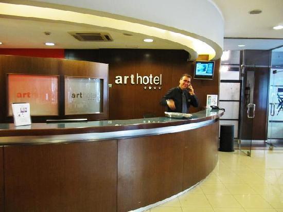 Hotel Acta Arthotel : Toni on the front desk