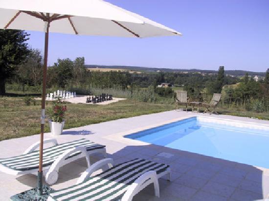 Chambres d'Hotes Les Bourdeaux: swimming pool