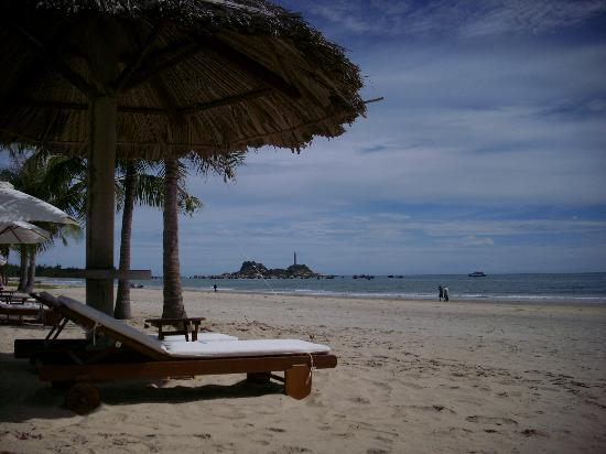 Princess D'An Nam Resort & Spa: beach