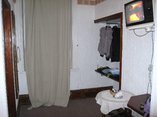 William IV Hotel: Our bedroom - Room Number 7.