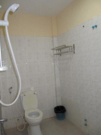 Phnom Penh City Hotel: Salle de bain