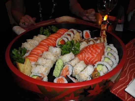 Bandeja de sushi fotograf a de bistro tokio buenos aires tripadvisor - Bandejas para sushi ...