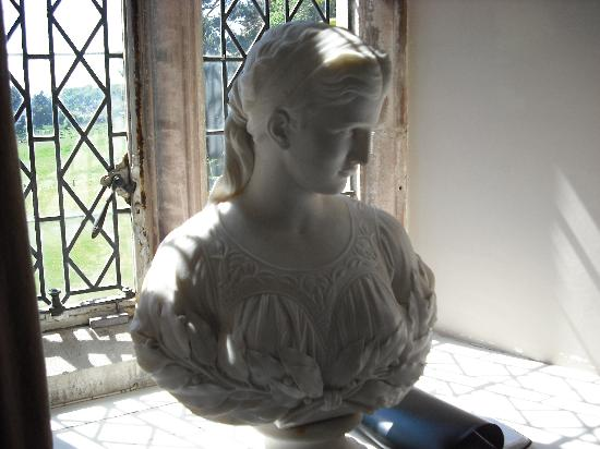 Clevedon Court : Some fine art