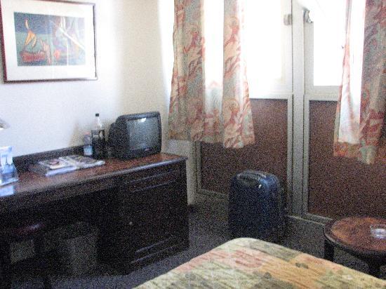 Hotel Arotel: habitacion