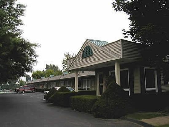 T-Bird Motor Inn: Closest to Shelburne Museum,Shelburne Farms & VT Teddy Bear Factory