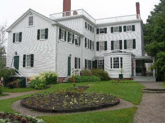 Portsmouth, NH: strawbery banke