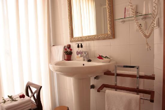 Antigua Morellana HS: Baño