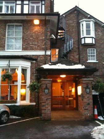 Beechwood Close Hotel: Hotel entrance.