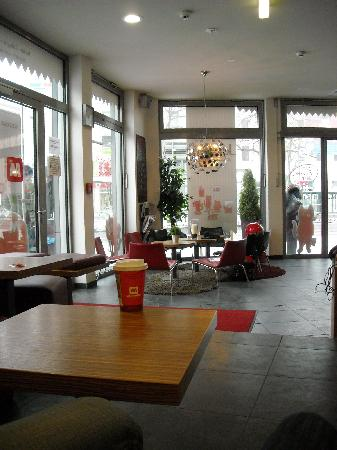 MEININGER Hotel Berlin Alexanderplatz: L'entrata