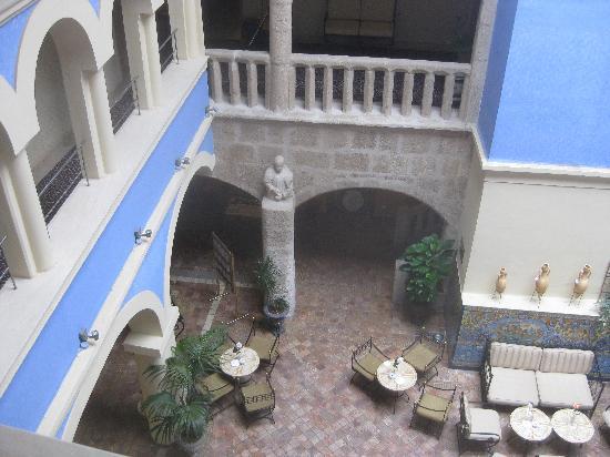 ILUNION Mérida Palace: patio