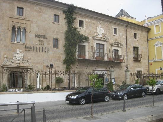 ILUNION Mérida Palace: façade