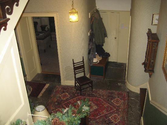 Clanville Manor: ground floor hall