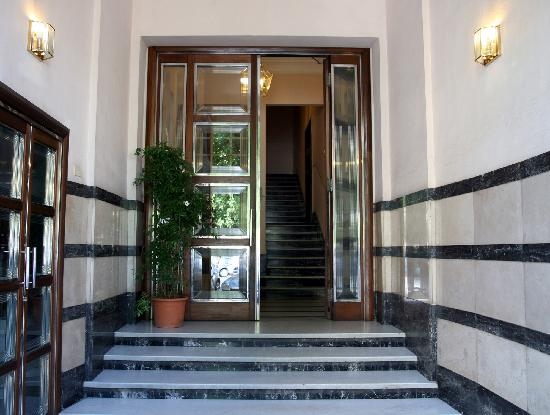 My Guest Roma: Entrance