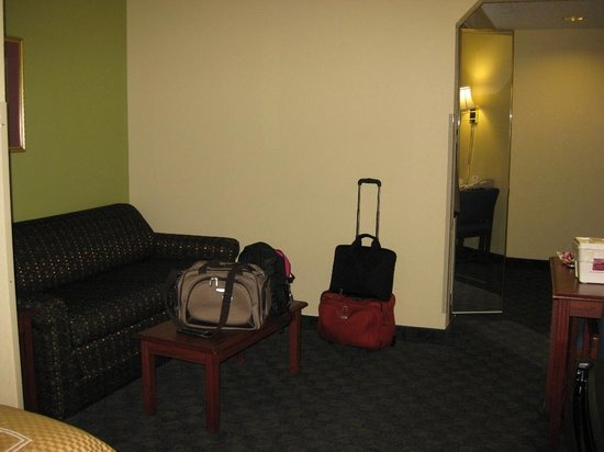 Comfort Suites Cookeville: Room's Sitting Area
