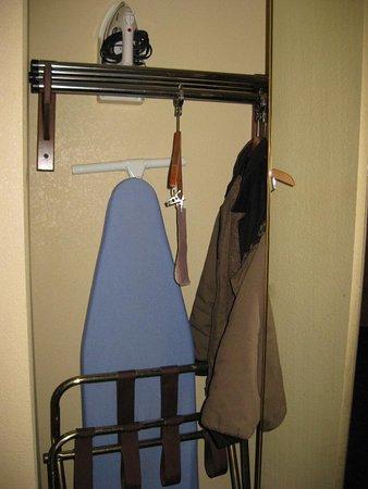 كومفورت سويتس كوكفيل: Room's Closet
