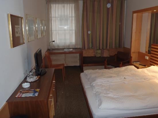 City Hotel: Zimmer