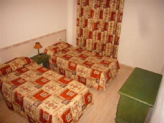 Apartamentos Alta : Bedroom