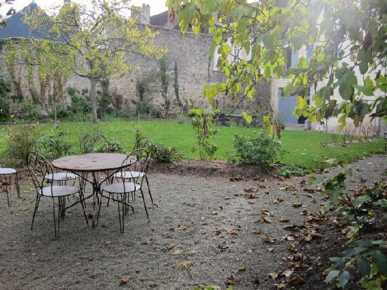 Hotel de Suhard: Picture of the garden