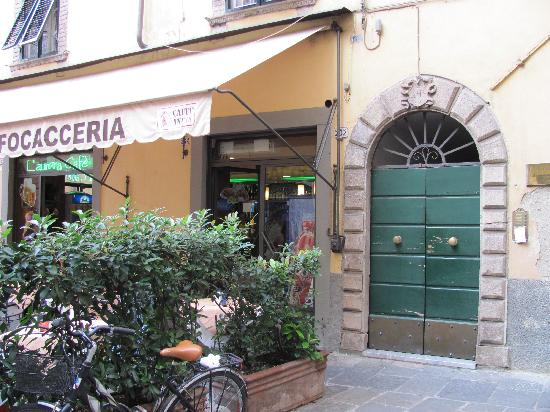 B&B Alla Dolce Vita: Door to Alla Dolce Vita- Entrance is located to the right of a Cafe