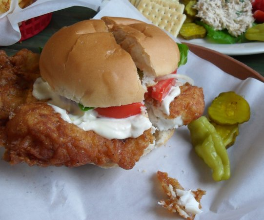Dockside Dave's : the bun doesn't really fit!