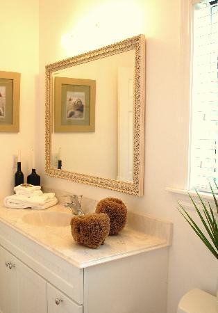 Pineapple Fields Resort: Bathroom