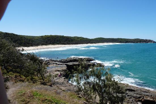 Noosa, Australia: Alexandria Beach vom CoastalTrack aus...
