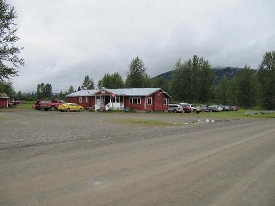 Bowron Lake Lodge and Resorts: Front desk