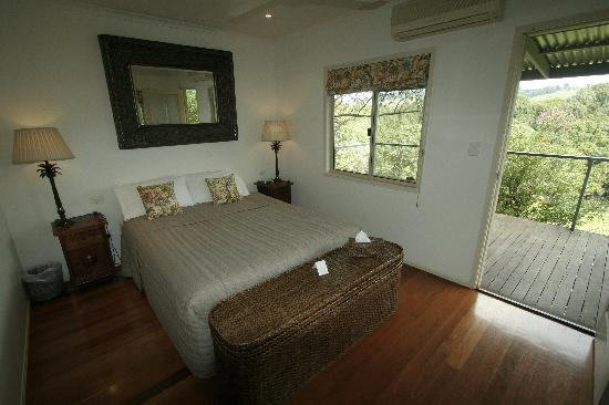 Paradise One Retreat.: Bedroom & Verandah