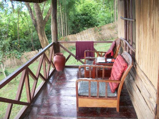 Khoun & Khone Bungalows: porch