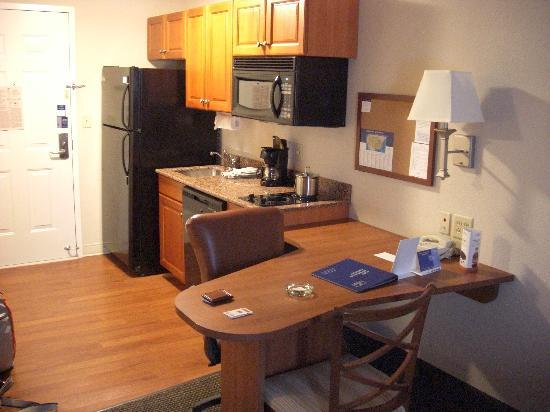 Candlewood Suites Knoxville Airport-Alcoa: Kitchenette, fully equiped