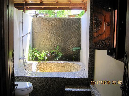 "Lovina Beach Houses: Ground FloorBbathroom ""Starfish"""