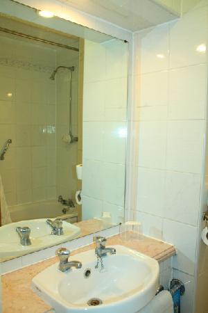 Travelodge London Farringdon : bathroom